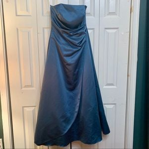 Strapless bridesmaid/prom dress with side ruching